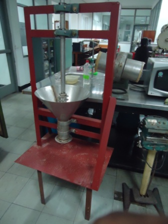 Rice chip extruding machine